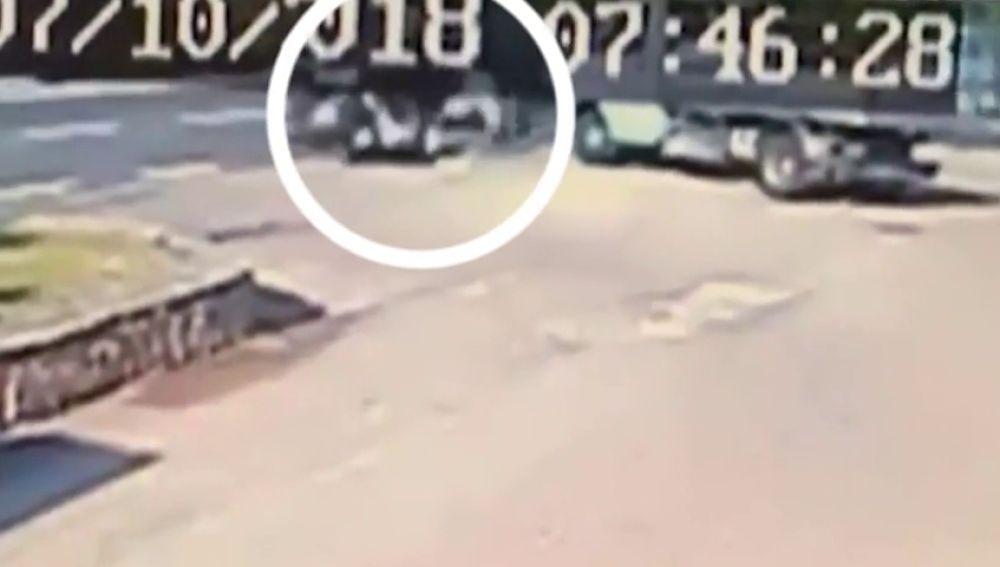 Las cámaras captaban así cómo George Clooney salía disparado tras su accidente de moto