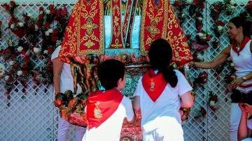 Imagen de la ofrenda floral infantil en San Fermín