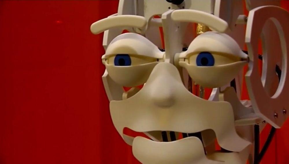 """Interactuar con robots o plantas es posible gracias a la exposición """"¡Robots! Los humanos y las máquinas"""""""