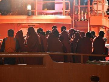 Inmigrantes rescatados en el Mar de Alborán