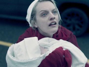 """Llega el final de temporada de 'El cuento de la criada' en Antena 3: """"Está embarazada"""""""