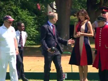 Melania Trump juega a la petanca con el marido de Theresa May