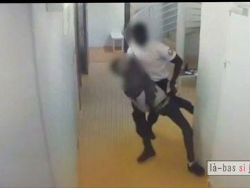 Brutalidad policial en un juzgado de París