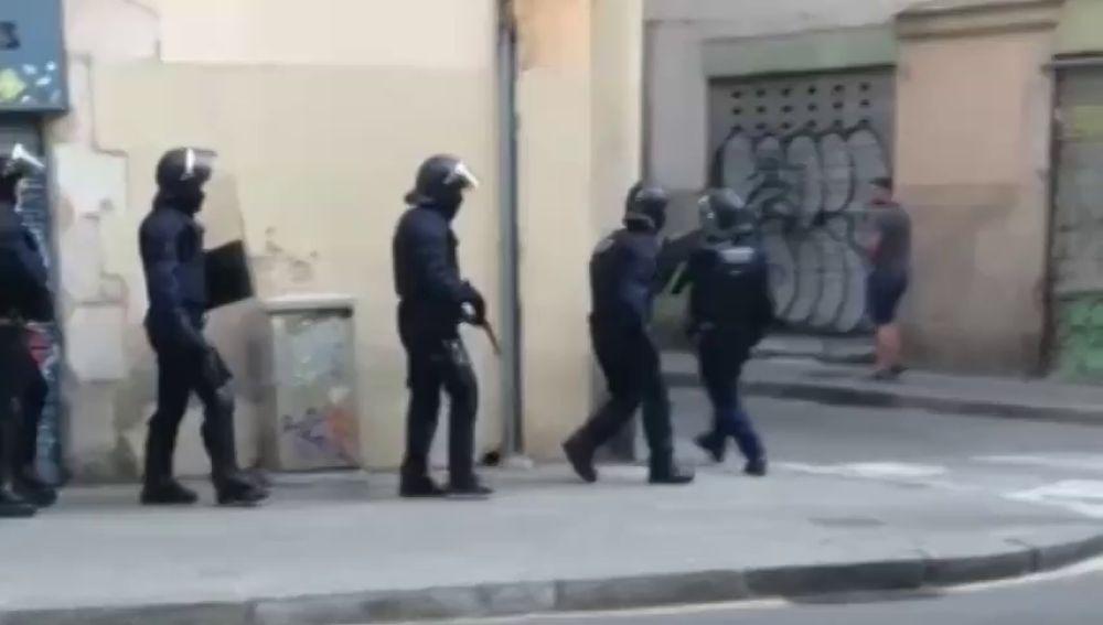 Operación contra tres narcopisos en el Raval de Barcelona