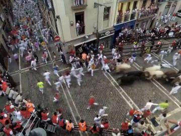 Peligro y velocidad con Jandillas que dejan un corneado en el séptimo encierro de San Fermín 2018