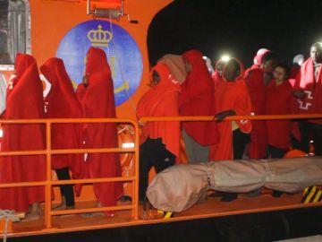 Más de 200 inmigrantes rescatados de pateras frente a la costa de Cádiz y Salvamento espera nuevas llegadas