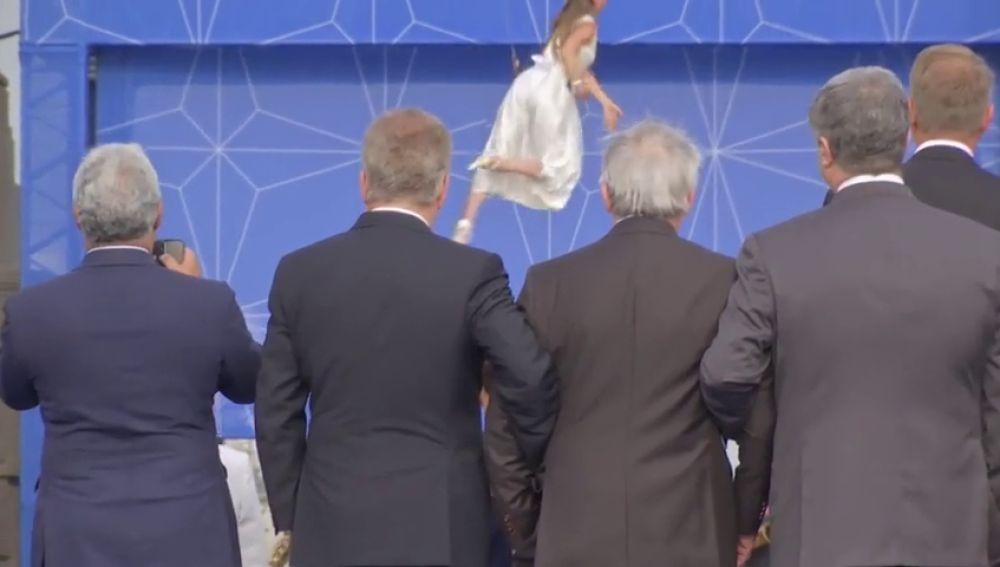 ¿Ha sido un ataque de ciática lo que ha provocado los desequilibrios de Juncker durante la cumbre de la OTAN?
