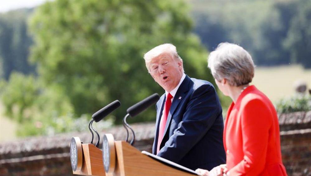 Donald Trump y Theresa May comparecen ante los medios