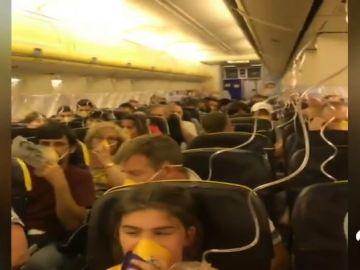 Más de 30 personas hospitalizadas por un descenso súbito de emergencia en un vuelo de Ryanair