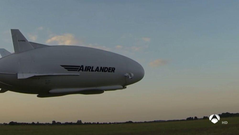 El Zeppelín Hindenburg vuelve a surcar los cielos