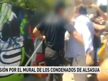 Momentos de tensión en la convocatoria para borrar el mural que critica la sentencia de Alsasua en Valencia