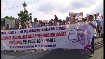 """Familiares y víctimas del accidente del Alvia en Angrois aseguran que """"es hora de que empiece a haber dimisiones y ceses"""""""