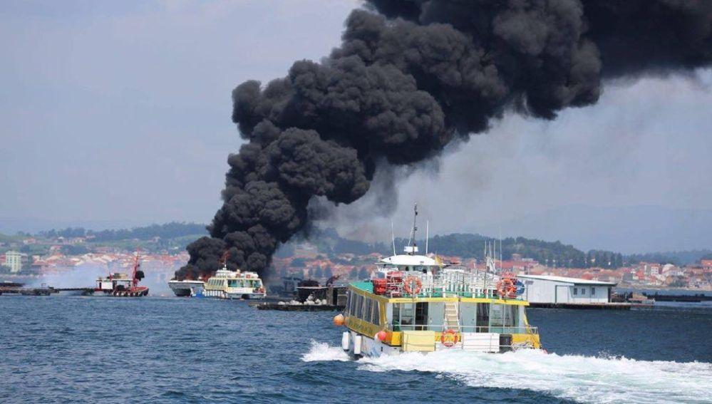 Incendio del barco en Pontevedra