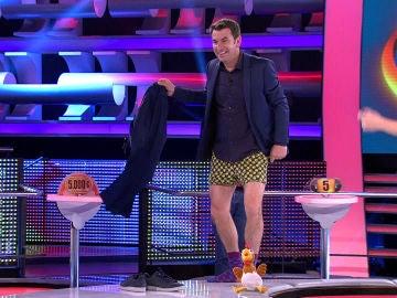 Arturo Valls se desnuda en '¡Ahora Caigo!'