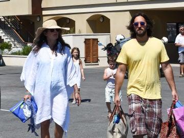 Carlota Casiraghi y Dimitri Rassam presumen de embarazo durante sus vacaciones en Saint Tropez