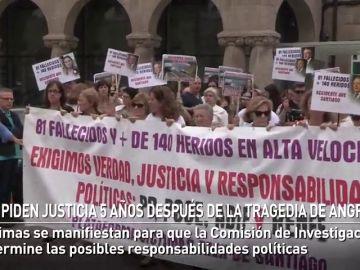 Las víctimas piden justicia cinco años después del accidente de tren en Angrois en el que murieron 80 personas