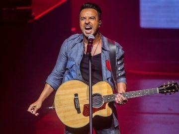Luis Fonsi durante el concierto en Barcelona
