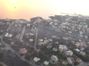 Así se ve desde el aire el paso del fuego en Grecia