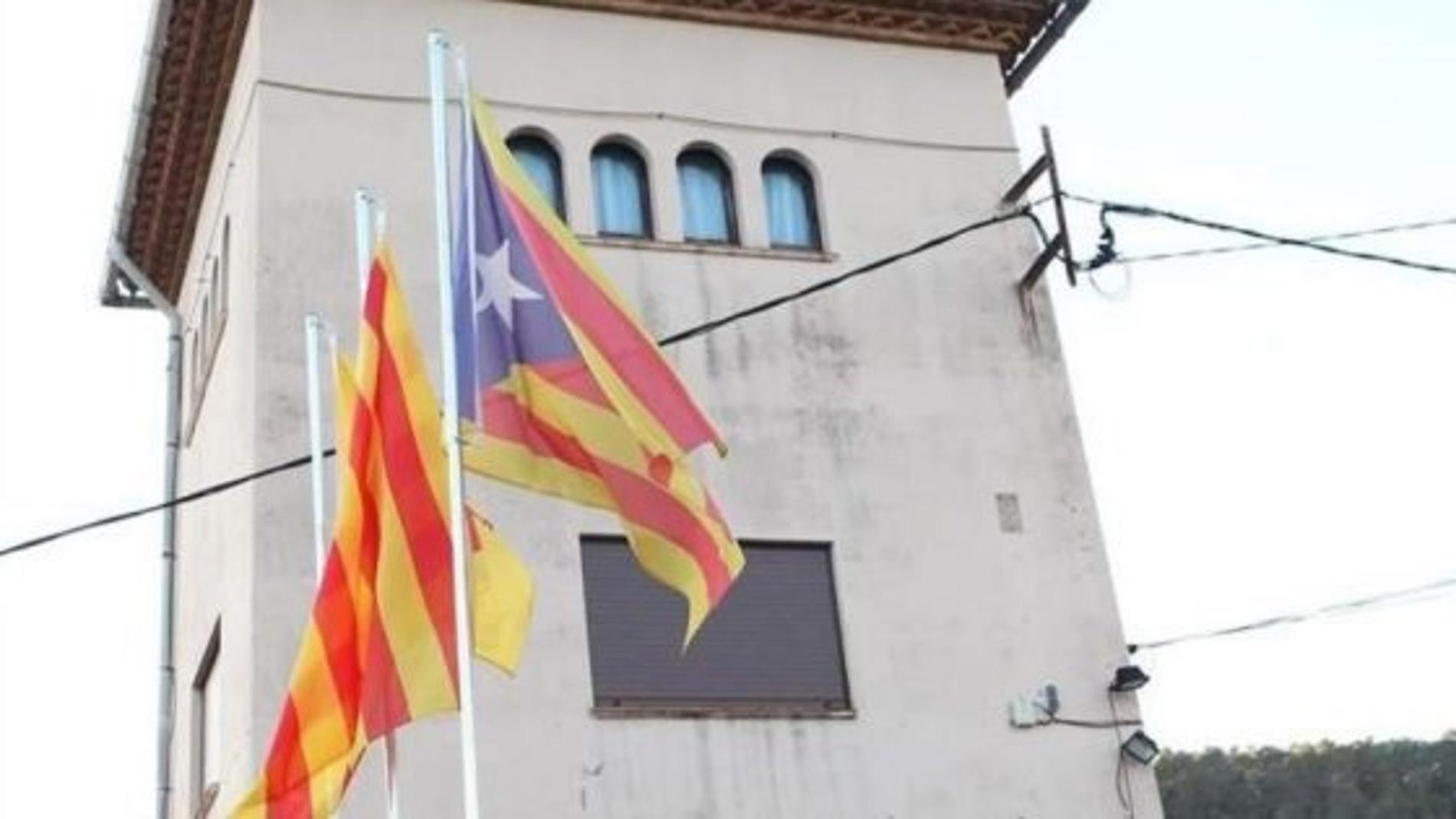 Bandera de Cataluña en la plaza Lluís Millet (Barcelona)