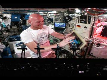 El astronauta alemán, Alexander Grest, toca en directo y desde el espacio en el Festival de Jazz de Stuttgart
