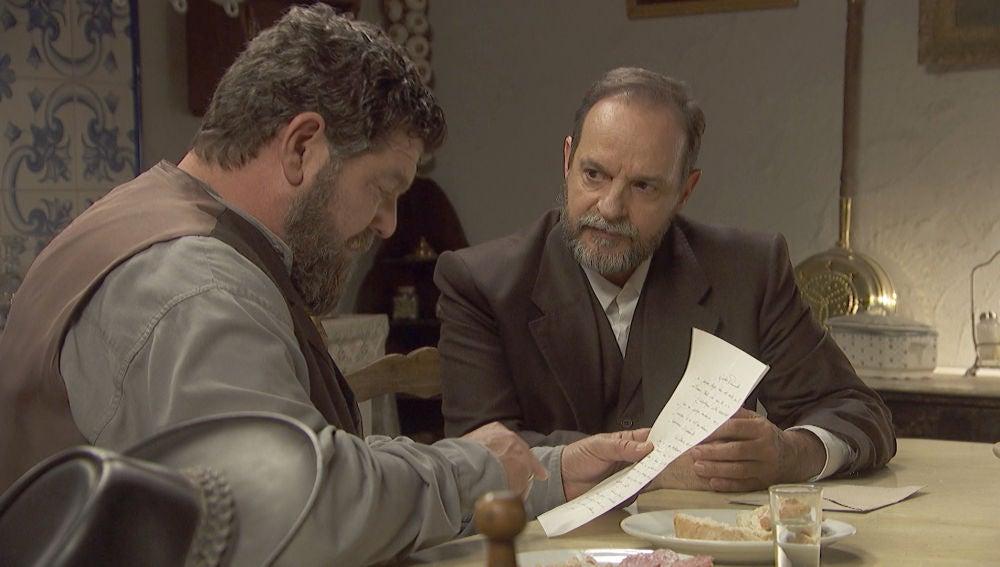 Raimundo descubre el mensaje secreto de Francisca en su carta