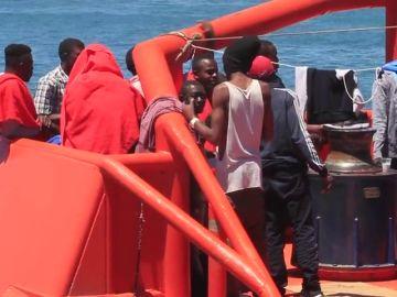 Saturación de los servicios de atención tras el rescate de 334 inmigrantes en aguas del Estrecho