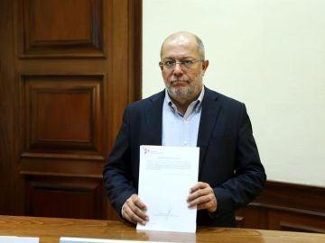 Francisco Igea con el Proyecto de Ley que castiga los pseudotratamientos