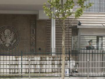 Soldados chinos hacen guardia en la embajada de Estados Unidos en Pekín
