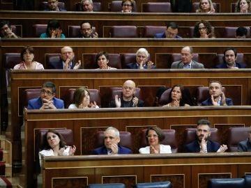 La abstención de Podemos y los independentistas tumban el techo de gasto
