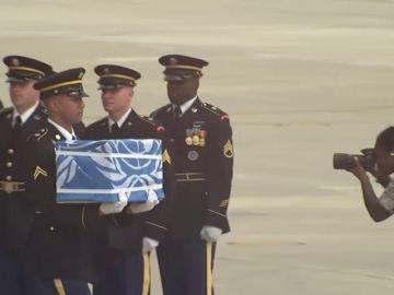 Corea del Norte entrega los restos de soldados estadounidenses muertos durante la Guerra de Corea coincidiendo con el 65º aniversario