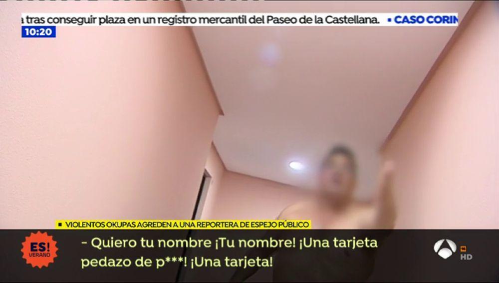 """Unos okupas agreden a una reportera de Espejo Público: """"Quiero tu nombre, puta de mierda"""""""