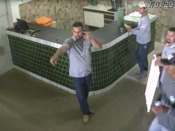 Vídeo trabajadores aterrorizados por Pit Bull