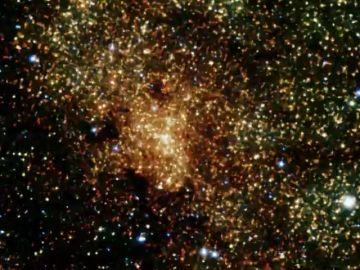 Confirman por primera vez los efectos predichos por la Teoría de la Relatividad de Einstein cerca de un agujero negro supermasivo