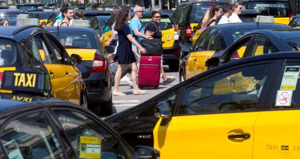 Caos por la huelga de taxis en Barcelona