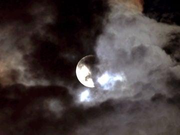 El eclipse lunar visto desde Belgrado, Serbia