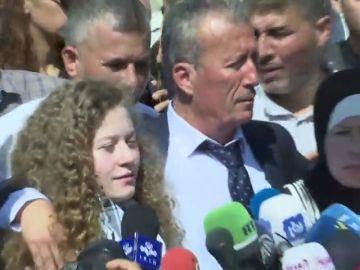 Liberada la adolescente símbolo de la resistencia palestina tras ocho meses encarcelada por golpear a soldados israelíes