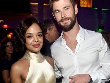 Chris Hemsworth y Tessa Thompson