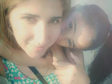 Verónica junto a su hija