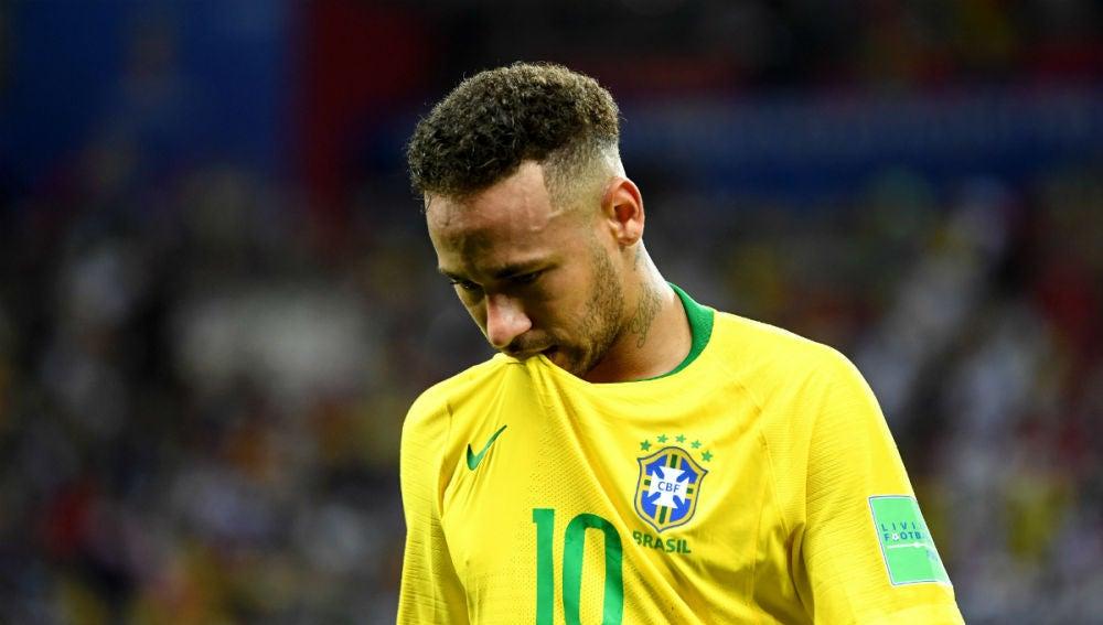 """Deportes Antena 3 (30-07-18) Neymar se sincera: """"A veces exagero, pero en realidad sufro dentro del campo"""""""