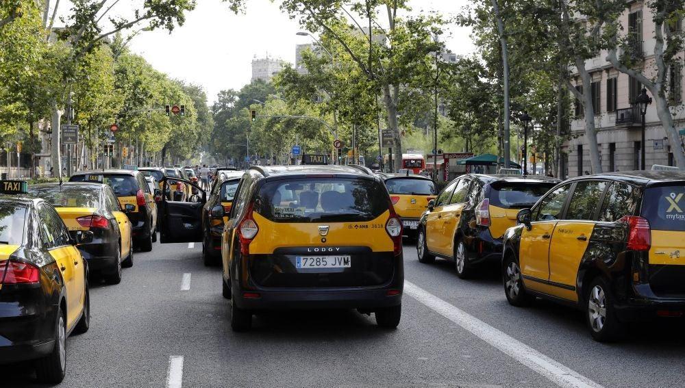 Antena 3 Noticias 1 (30-07-18) La huelga de taxis paraliza las principales ciudades españolas