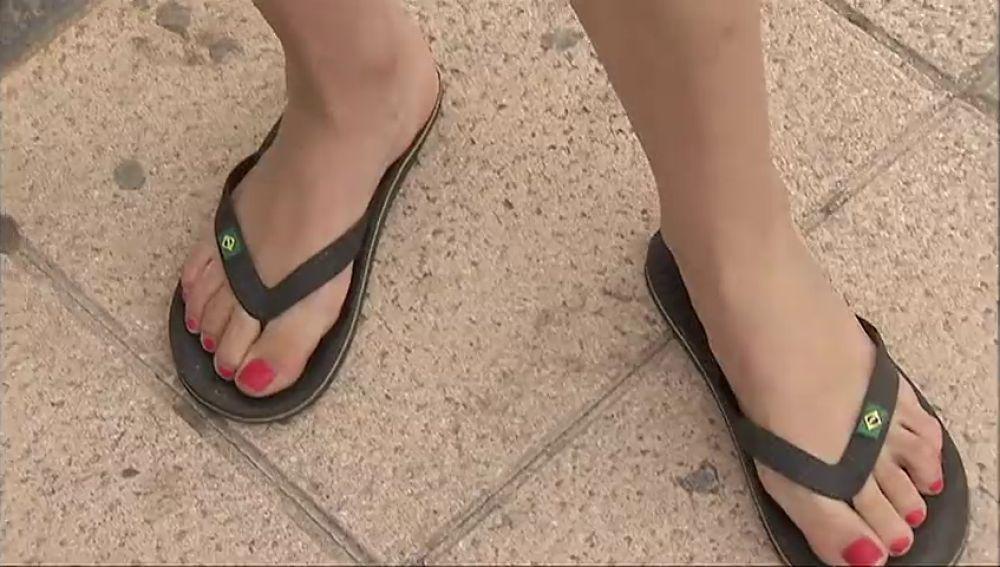 Caminar durante largo tiempo con chanclas puede provocar graves lesiones