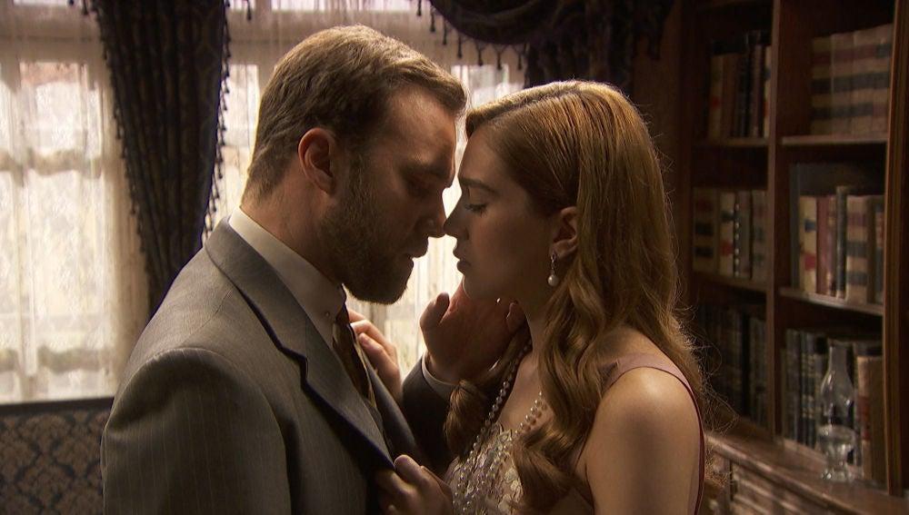 Fernando, a un paso de besar los labios de Julieta