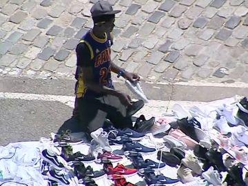 Tensión entre la policía y los manteros de Barcelona