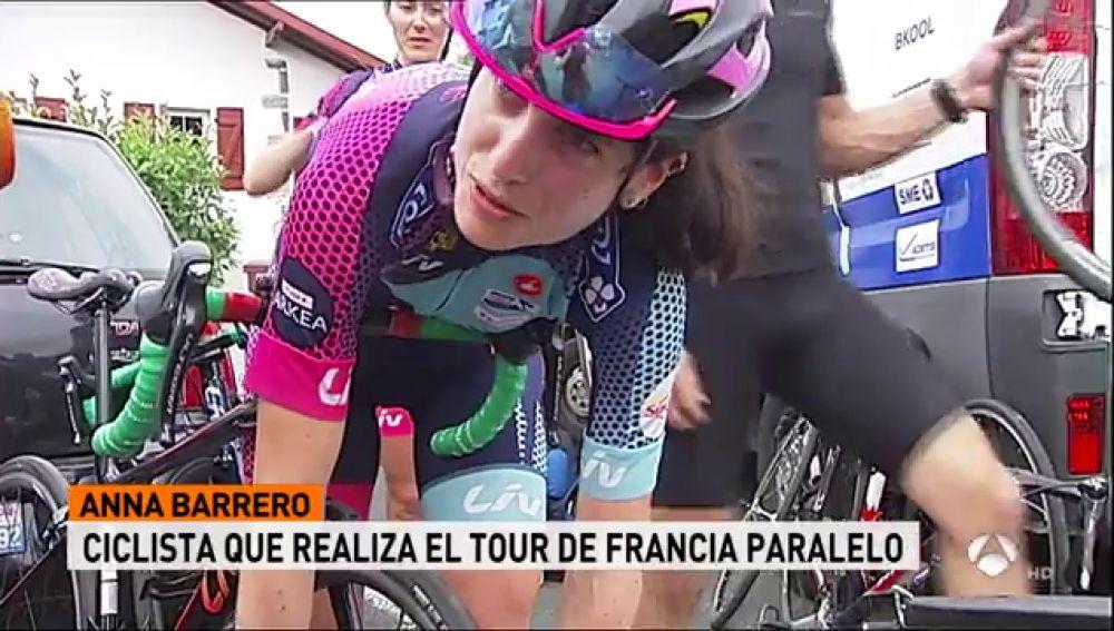 Un grupo de mujeres hace el recorrido del Tour para reclamar una edición femenina