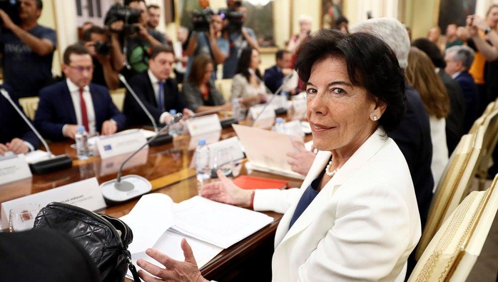 Isabel Celaá preside la reunión de la Conferencia Sectorial de Educación