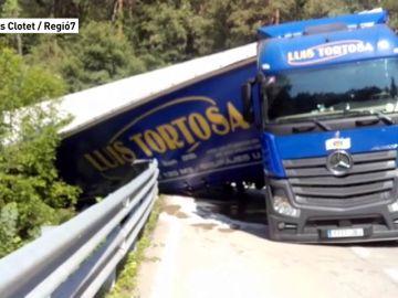 El conductor de un camión triplica la tasa de alcohol y bloquea una vía en Barcelona