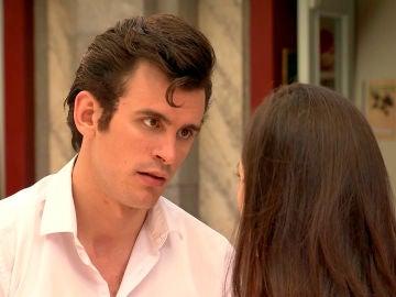 Arturo se disculpa con Llanos que no cree en sus palabras