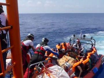 Al menos 400 inmigrantes son rescatados en las últimas horas en el mar Mediterráneo