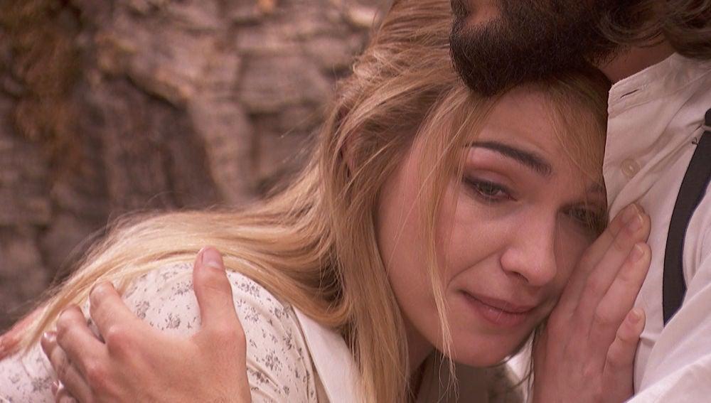 Antolina consigue que Elsa le vea abrazándose con Isaac