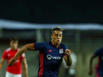 Mariano Díaz en un partido con el Lyon